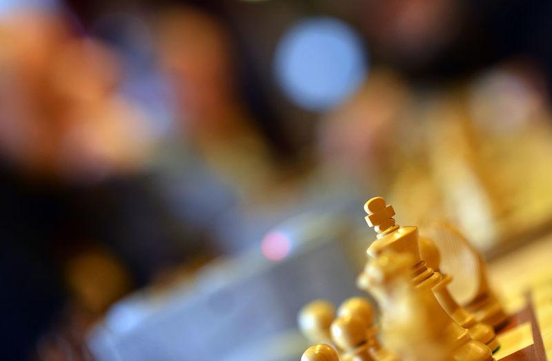 Schach - oder die Konzentration auf das Wesentliche. Chess Chessboard Chessgame Close-up Germany Indoors  König Schach