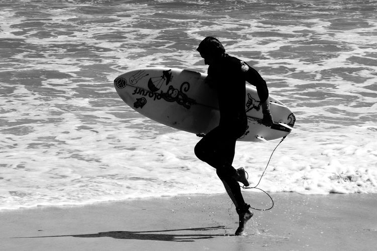 Beach Black And White Bodysuit Foam Jumping Monochrome Monochrome Photography Neopren Neoprene Suit Shopping Surfboard Surfer Waves Wetsuit Live For The Story Sommergefühle 100 Days Of Summer