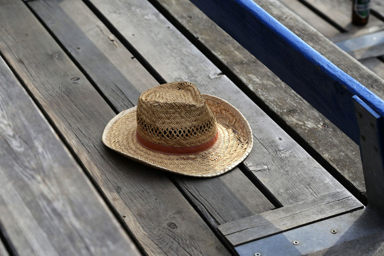 1611, Hat Boardwalk Close-up Day Hat No People Outdoors Plank Straw Hat Summer Sun Hat Vacations Wood - Material