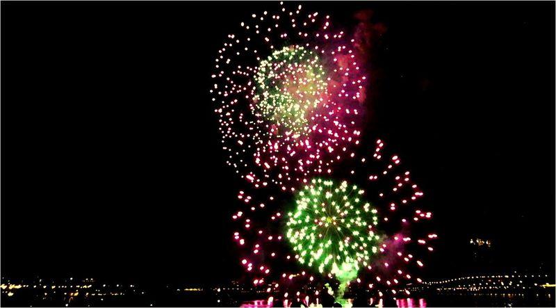 大稻埕煙火 Fireworks Night Enjoying Life Tourists Taking Photos Weekend 大稻埕碼頭 Relaxing 煙火 EyeEm Best Shots