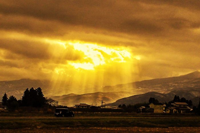 Angel's Ladder 光芒 Crepuscular Rays 天使の梯子 風景写真 風景 Cloud - Sky Sky Sunset Nature Field Beauty In Nature Scenics first eyeem photo