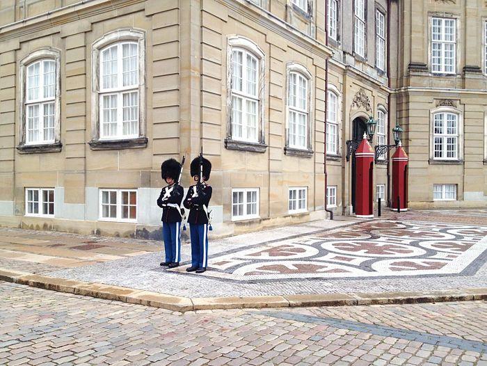 Kopenhagen Köbenhavn Danmark City Guard Guards Building Exterior Post Streetphotography