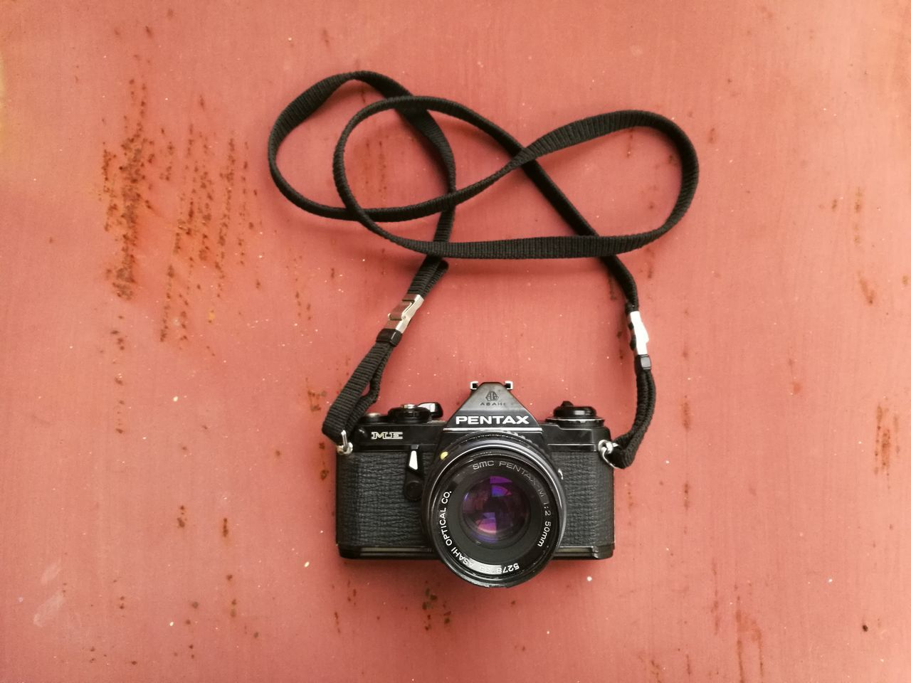camera - photographic equipment, photography themes, old-fashioned, no people, camera, close-up, outdoors, day