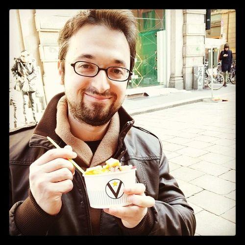 Il gelato perfetto: panna,crema, cioccolato..guarnito con fragole, mela e pesche ...ovviamente in coppetta virtus!!!