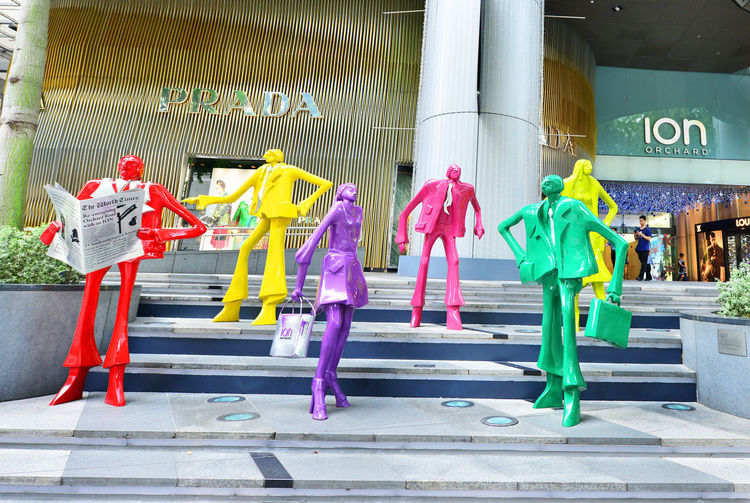 SINGAPORE - CIRCA .November 2015: The sculpture at the mall ION Orchard - one the best shopping centers on Orchard Road. In the mall more than 300 shops of the famous brands. Casual Clothing Centers Childhood Day Full Length Fun Leisure Activity Lifestyles Mall Of America Multi Colored Orchard Road Outdoors Shopping ShopShopShop Singapore
