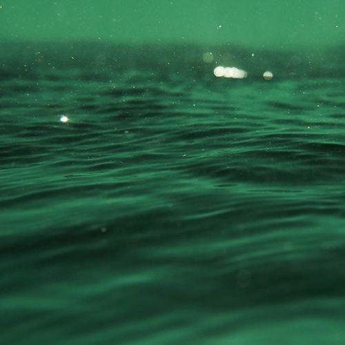Underwater reverse. 🌊❤🌏🎥🎬 @aquatech_imagingsolutions @natgeo @natgeotravel Underwater Art Ocean Art sunset nature mother love moment crystalwater uluwatu balanganbeach happiness fun friends amazing instagood warrenjc instadaily vsco instwave