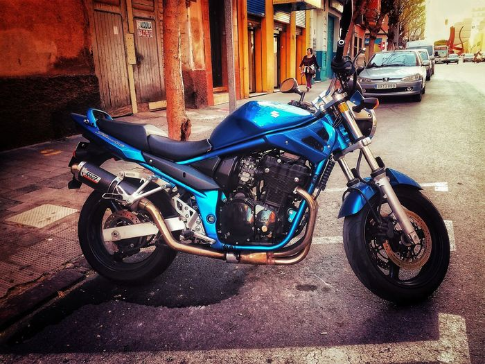 Moto Motorcycle Motorbike Vibe Vibrant Vivid Color Edited Edit Editing Editado Look Feel Vivido Brillante Street Urban Urban Photography Urbanphotography Urbanphoto Urbanshot Urbano Callejero EyeEmNewHere