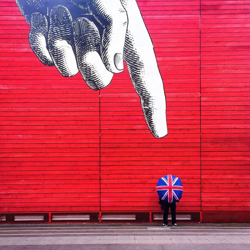Pointing Manwiththeunionjackumbrella Umbrella Enjoying The Sights Sightseeing Check This Out The Traveler - 2015 EyeEm Awards London IPhoneography EyeEm Best Shots Taking Photos