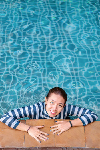 Portrait of smiling woman in l swimming pool
