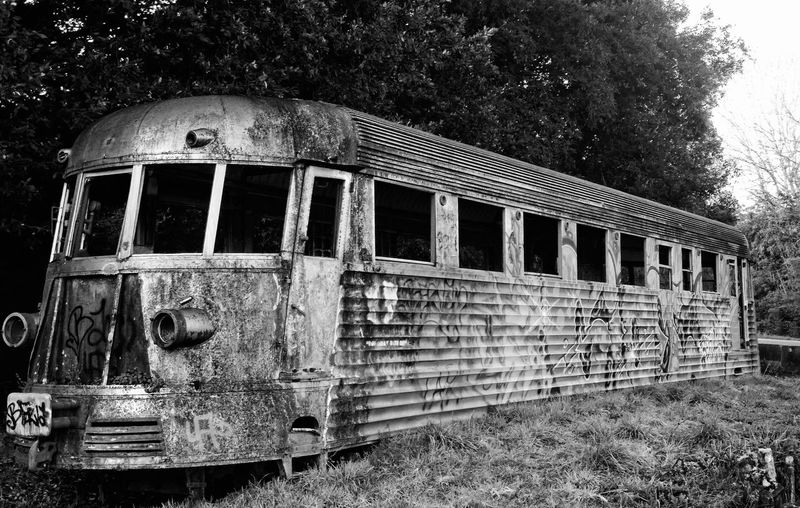 Old Railcar. L'automotrice abbandonata nel parco della Selva di Paliano (FR). Abandoned Architecture Art Bad Condition Black & White Black And White Blackandwhite Blackandwhite Photography Built Structure Bw_collection Damaged Day Deterioration Eye Em Best Shots -Black +White Eye4photography  EyeEm Gallery Metal No People Obsolete Old Rail Car Railcars Ruined Taking Photos Wall