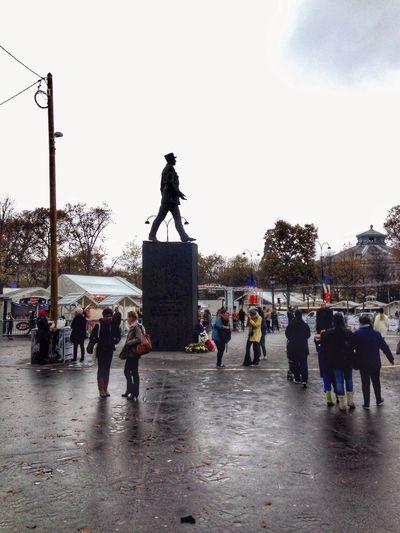 The general under the rain. Rainy Days Streetphotography Reflection Paris