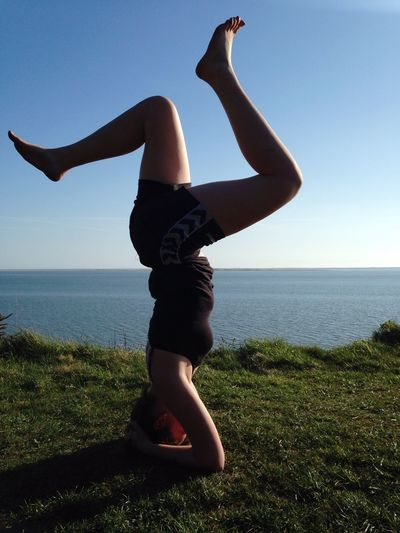 Yoga position 😎✌🏽️😁🙏🏼 Yoga Pose Headstand
