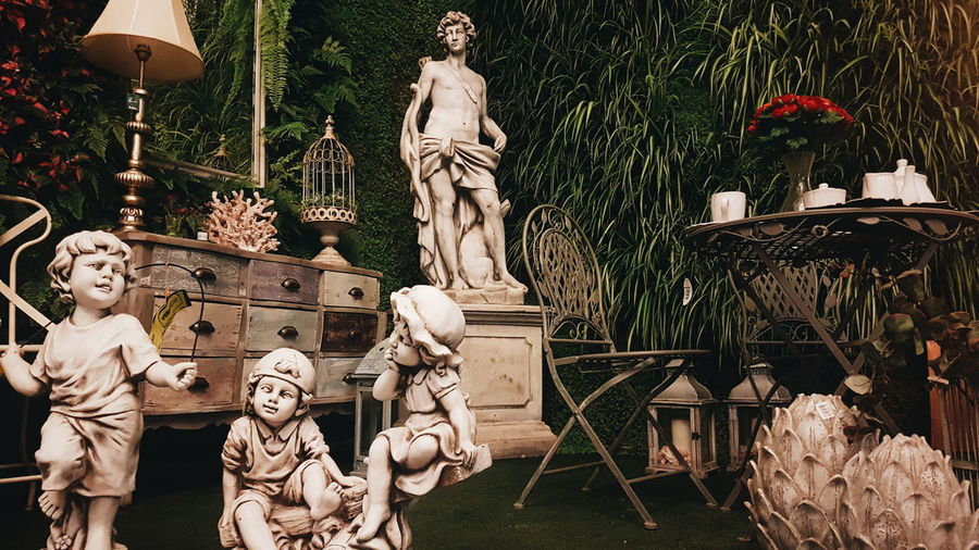 Statue Sculpture Places Art Human Representation Male Likeness Art And Craft No People Day Outdoors Tree Nature Vintage Decor Classical Garden Flower Shop Viveros Guzmán First Eyeem Photo EyeEmNewHere