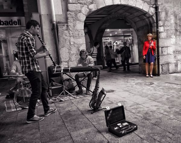 A mi manera https://youtu.be/DaqXqLvCOg8 Music MusiciansFrom My Point Of View Girona Temps De Flors 2016 Gironamenamora Girona Gironatempsdeflors The Street Photographer - 2016 EyeEm Awards