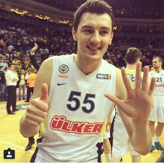Emirpreldzic Self Portrait Basketball Player Fenerbahçe ülker Bu 6.sampiyonlugumuz mu yoksa 6-0 göndermesi mi :D