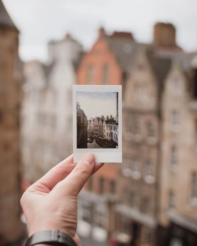 edinburgh Wallpaper Tourism Exploring Polaroid Travel Stockphoto Scotland Edinburgh Human Body Part Human Hand Hand Holding Focus On Foreground One Person Architecture Photography Themes Picture Frame Lifestyles History Unrecognizable Person Outdoors Building My Best Photo