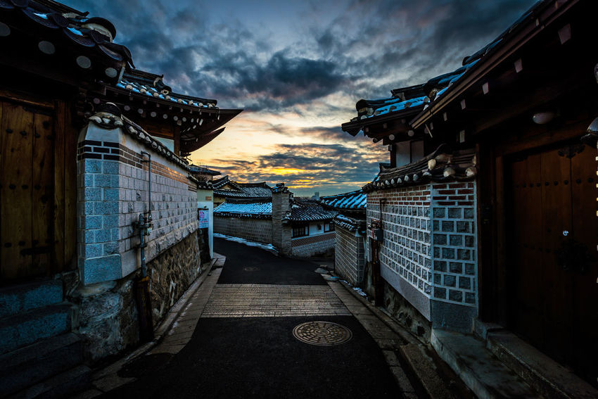 Morning sunrise in Bukchon Hanok Village in Seoul, South Korea Seoul Seoul, Korea SeoulKorea Architecture Bukchon Bukchon Hanok Village Cloud - Sky Hanok Hanok Village 북촌한옥마을 서우봉해변 한옥