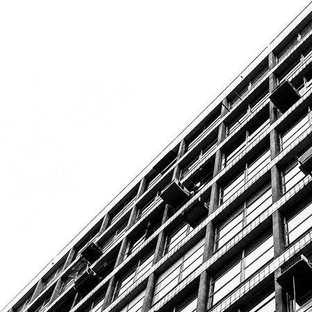 A cor de São Paulo SP Brazil Prédio  Janela Window Blackandwhite Pretoebranco Cotidiano Daily Photograph VSCO Vscocam Streetphotography Mobilephotography Cidadecinza Boanoite