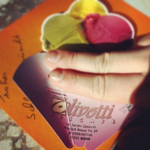 ... Und am zweiten Tag in Bonnbeuel direkt nochmal aber jetzt richtig zu Olivetti in Beuel ! Was ist euer Lieblings Eiscafe in bonn?