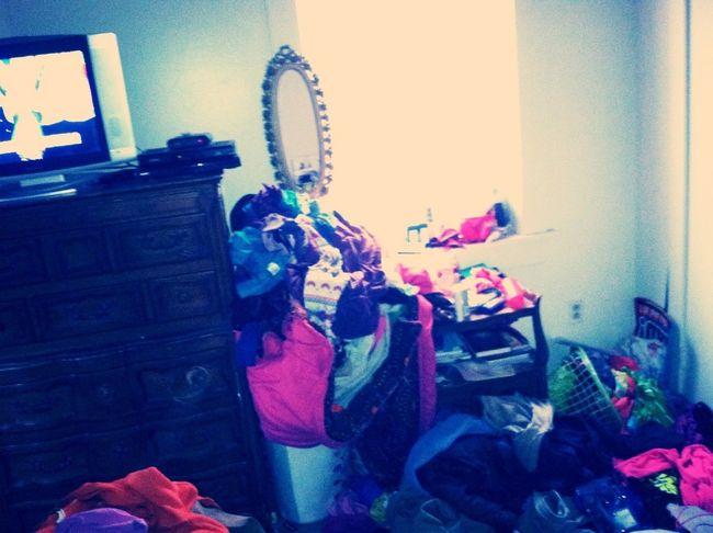Free This Mess In My Room ! , Ctfuu My Mother Gunna Throw A Fit Wen See Dis .