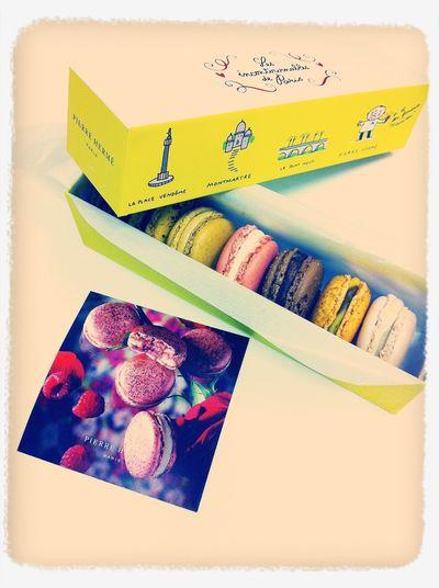 Cadeau !  Macarons Miam! Merci!
