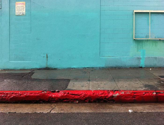 Cyan wall_red curb