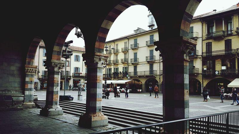 Duomo Di Como Como Lake Como Italy Pillars Shades Taking Photos