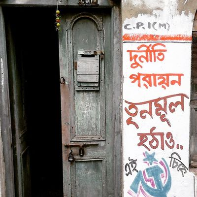 """""""Dewal likhon"""" Graphitti in the Bylanes of North Kolkata... P.S. Not against any political party but yes corruption needs to be eliminated... Wwim11 Wwimkol11 Doorsofcalcutta Kolinstameet Streetsofkolkata Streetphotogrphy _soi _cic Instagram Northkolkata Bylanes Smartphone_photography Sony_xperia Chillies_Lemons Superstition  Bong Indian Calcuttacacophony Whywealllovecalcutta Oyeitsindia"""