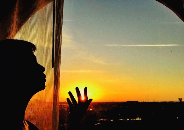 A handful of sun Showcase: January IPS2016Composition IPS2016Landscape Sun Sunset #sun #clouds #skylovers #sky #nature #beautifulinnature #naturalbeauty #photography #landscape Sunrise_sunsets_aroundworld Sunsetlover Sunset Silhouettes CaughtintheFrame IPS2016People LLLimages