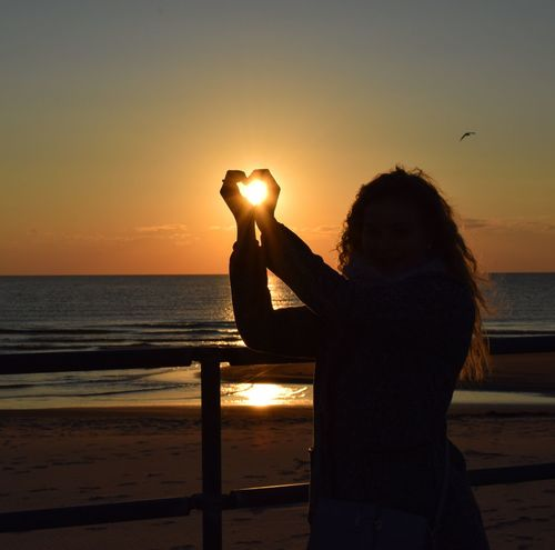 Sunset One Person Water Beach Nature Beauty In Nature Sky Lifestyles закат🌇 Природа море😍