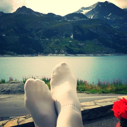 Recovery socks Bvsport facing the lake dam of Tigne Hauteroute Lifeandlivingbikenet