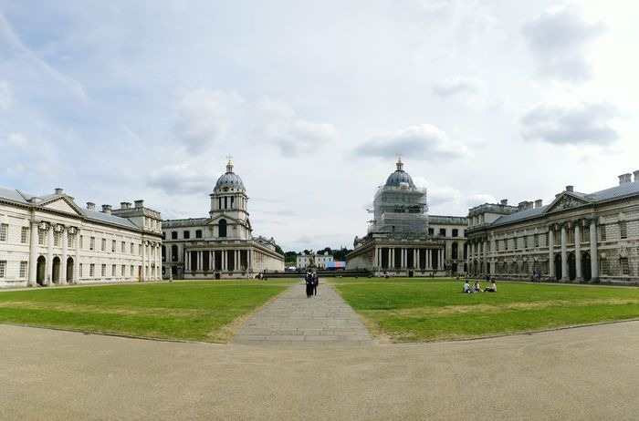 Greenwich Naval College Panorama Building Green Wide Angle London Lifestyle Greenwich University Square Classic Buildings Arquitecture Classical Architecture Architecture University Campus Campus Life Towers White Building Simmetrical Simmetrical Building Simmetry Wide Angle View People In Background Group Of People EyeEm LOST IN London Your Ticket To Europe
