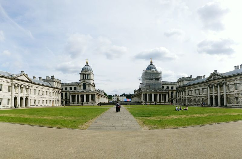 Greenwich Naval College Panorama Building Green Wide Angle London Lifestyle Greenwich University Square Classic Buildings Arquitecture Classical Architecture Architecture University Campus Campus Life Towers White Building Simmetrical Simmetrical Building Simmetry Wide Angle View People In Background Group Of People EyeEm LOST IN London Your Ticket To Europe Adventures In The City