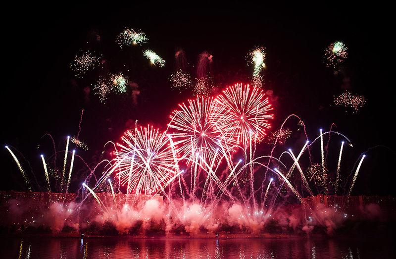 Fireworks Celebration Event Firework Firework Display Firework On River Night залп на реке фейерверк фестиваль фестиваль фейерверков