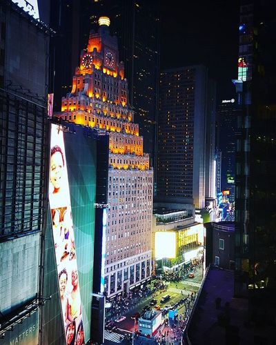 Didn't think this Evening could be anymore amazing, but apparently there's this beautiful Rooftop I haven't seen yet ♡♡♡♡ NYC TimesSquare Fullofsurprises Thebestcity Theknickerbocker