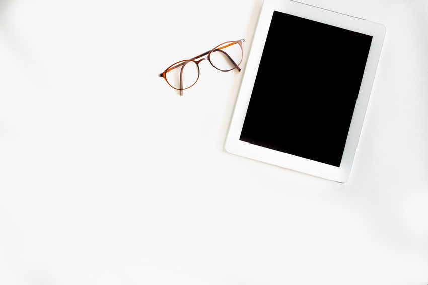 Copy Space Cut Out White Background Frame No People Photography Themes Eyeglasses  Blank Glasses Indoors  Studio Shot Directly Above Black Color Empty Tablet Mobile Device Smart Black Display Mock Up Copy Space Isolated Concept Technology Wireless Technology Digital