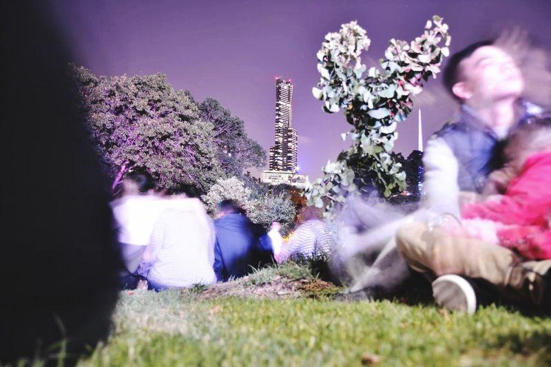 Persone che attendono i fuochi nel Botanic Garden a Capodanno 2016 - 2017 Capodanno2016 Capodanno 2017 Luci Tempo Australia Melbourne Botanic Garden Fuochi First Eyeem Photo