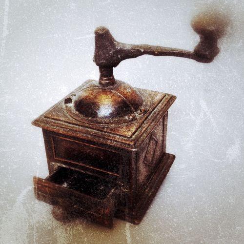 Oldies old manual coffee grinder Coffee Grinder