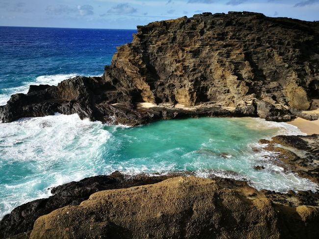 Oahu Hawaii Beachlife Crashing Waves  Tuquoise Quiet Water Sea Wave Beach Lava Rock - Object Rock Formation Cliff Power In Nature Sky