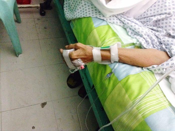 Mymom<3 HospitalLife Sick :(