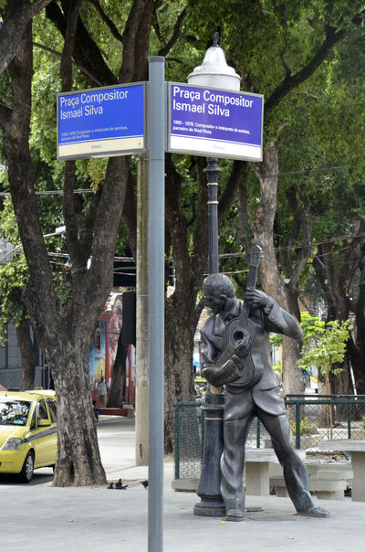 Alexandre Macieira Art Brasil Brazil Communication Compositor Escola De Samba Escultura Estacio De Sá Estatua Estátua De Ismael Silva Guitar Information Sign Ismael Silva Malandragem Monument Monumento Rio Rio De Janeiro Road Sign Samba Sculpture Sign Tradition Violão