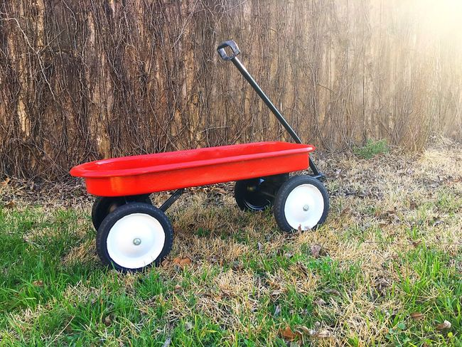Lieblingsteil Dad's Project Refurbished Red Wagon Vintage Wagon Antique Wagon Metal And Wood Red Childhood Outdoors Natural Light Vintage Toys Sunlight Redone Radio Flyer Vintage Antique Wagon  Child Hood Memories Play Ride On IPhone IPhoneography Iphone6splus Toyphotography