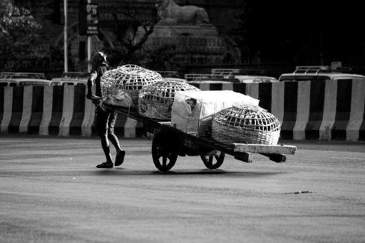 Struggle for bread & butter. Blackandwhitephotography Streetphotography_bw Streetphotographyindia MumbaiDiaries Mumbaimerijaan Instaphoto Traveldiaries
