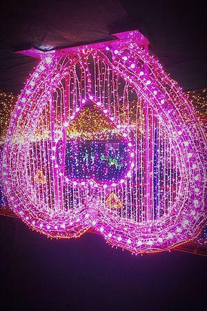 "Neon Life Close-up ... Illuminated Night ❣ tonight...this sighn ℹ️s ""heart of love"""