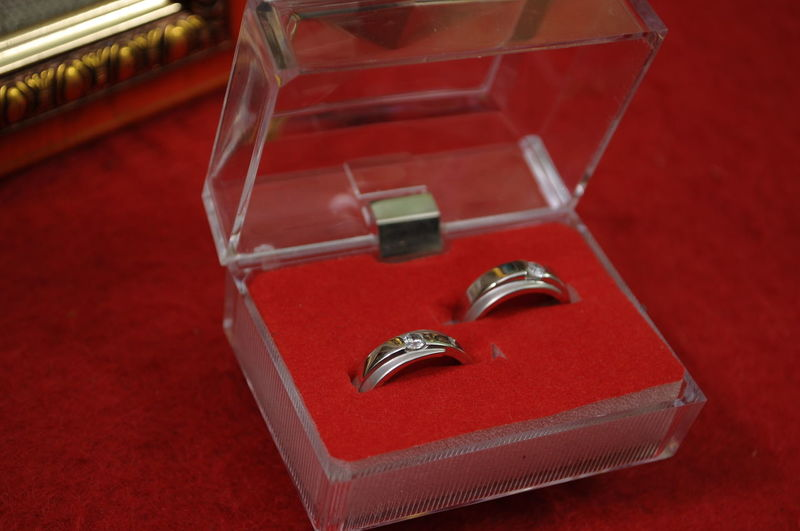 wedding ring and a box of jewelry Rings Necklace Jewelry Jewellery Jewelry Box Wedding Ring Gold Diamond Close-up