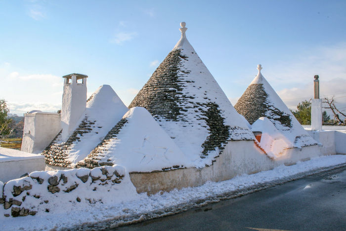 Trulli and old stone wall with snow, traditional old houses in winter, Puglia, Italy Alberobello Ancient Puglia Roof Typical Architecture Cold Temperature Italy Nature No People Old Houses Outdoors Snow Travel Destinations Trulli Trullo Valle D'itria Winter