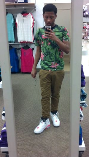 in the mall selfie... Dont mind the bulge LOL Selfie ✌