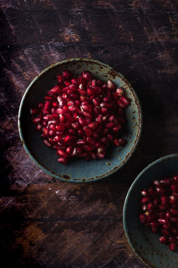 Directly above shot of pomegranate seeds in bowl on table
