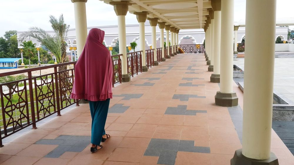 Walk in hijab Hijab Full Length Adult People Adults Only Only Women Architecture Day One Person Outdoors Politics And Government Young Adult Sky Hijabstyle  Hijabfashion Hijabers Hijabbeauty Hijab Style Hijabcouture Hijabindo Hijabers_indonesia Hijablovers Hijab Session Hijabindonesia Architecture