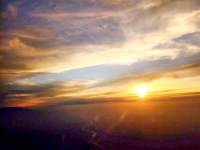 The sunrise at an elevation of twenty thousand feet😍😍😍😱 Meeting Working Being Bureaucratic That's Me Hanging Out Cheese! Hello World Check This Out Relaxing Enjoying Life